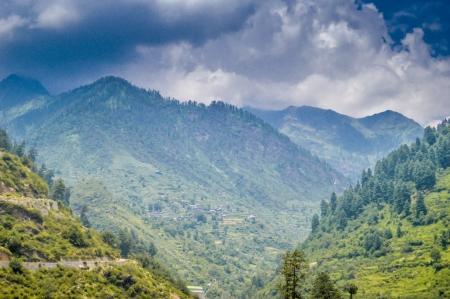 trip to kheerganga-mindwagons-scenic beauty-mountains-clouds